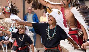 indios hopi en baile de katchinas