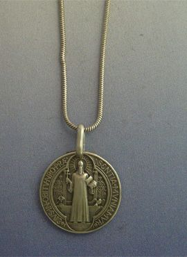 Medalla San Benito de plata