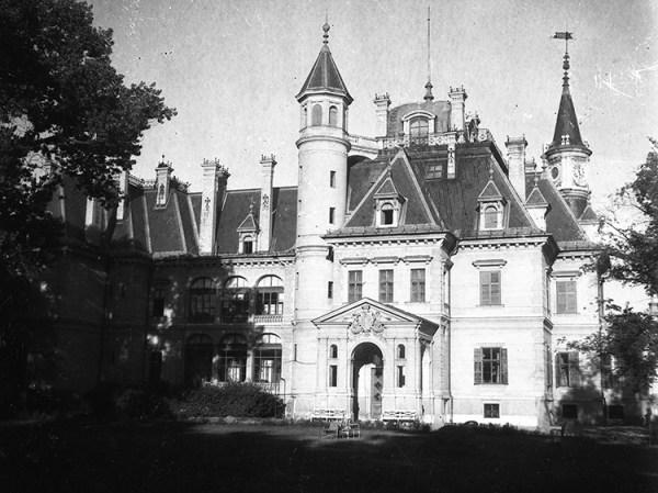 Schossberger Castle by Nagy Gyula