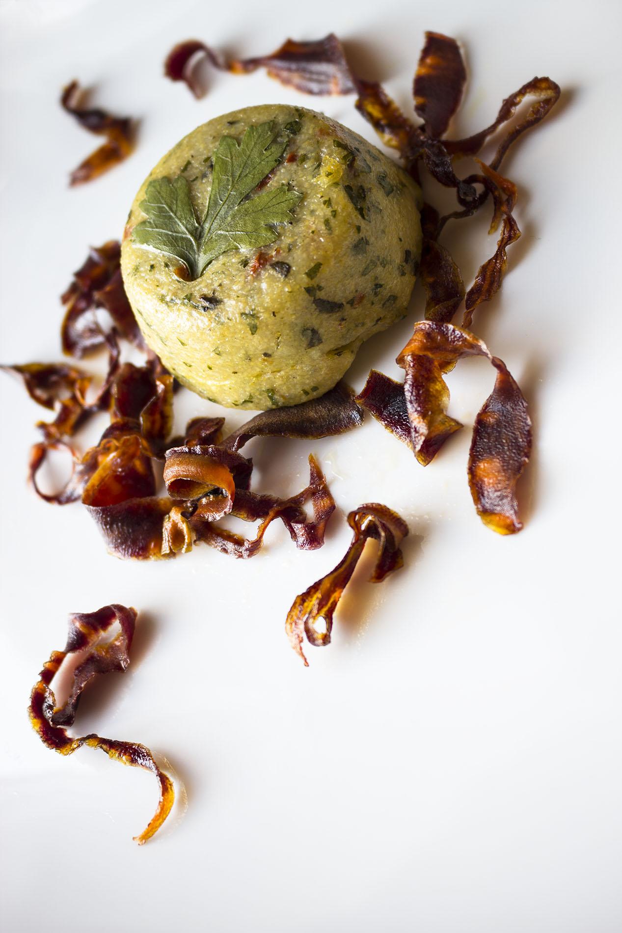 Polenta mit dunkler Karotte