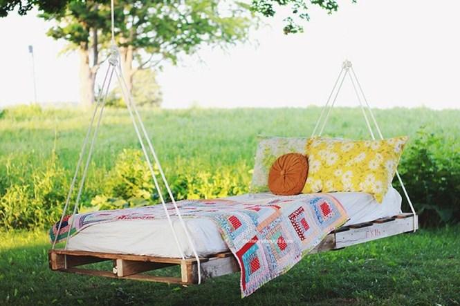 Garden Swing From Wood Pallet