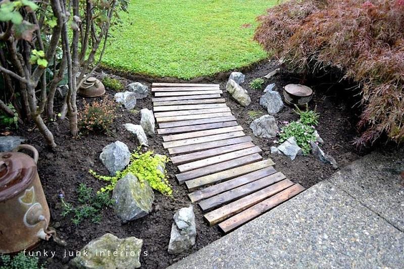 Wood Pallet Garden Walkway