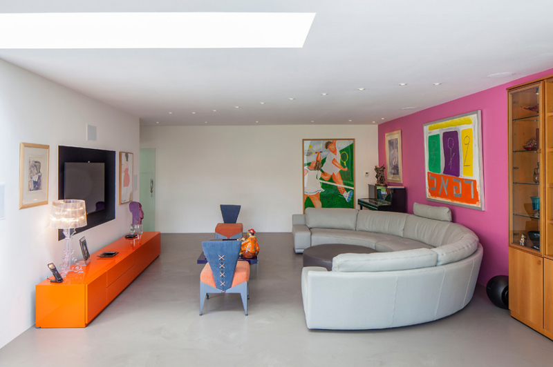 Living Room With Vibrant Color
