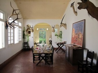 Flickr-savannahgrandfather-Bruce-Tuten-Hemingway-Finca-Vigia-Dining-Room-copy