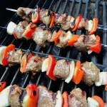 Garlic Steak Kabobs with red pepper and onion on a grill. #beefkabobs #steakkabobs