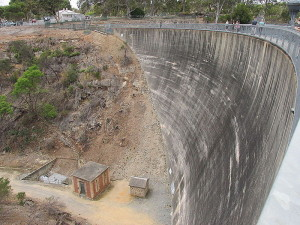 Source: http://commons.wikimedia.org/wiki/File:ADB_Williamstown_Barossa_Res_whispering_wall_2.jpg