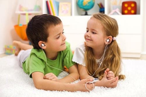 https://i1.wp.com/talkingtotoddlers.com/wp-content/uploads/2012/10/sharing-earphones-500wide.jpg