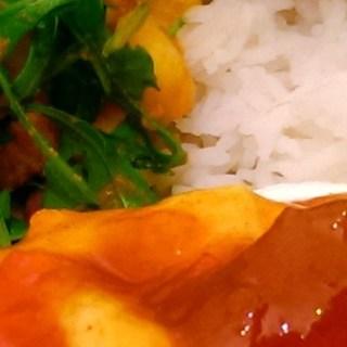 Rode Curry Vlees met Mango en Rucola