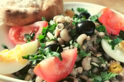 Salada com feijão frade e atúm | TalkNomzToMe.nl