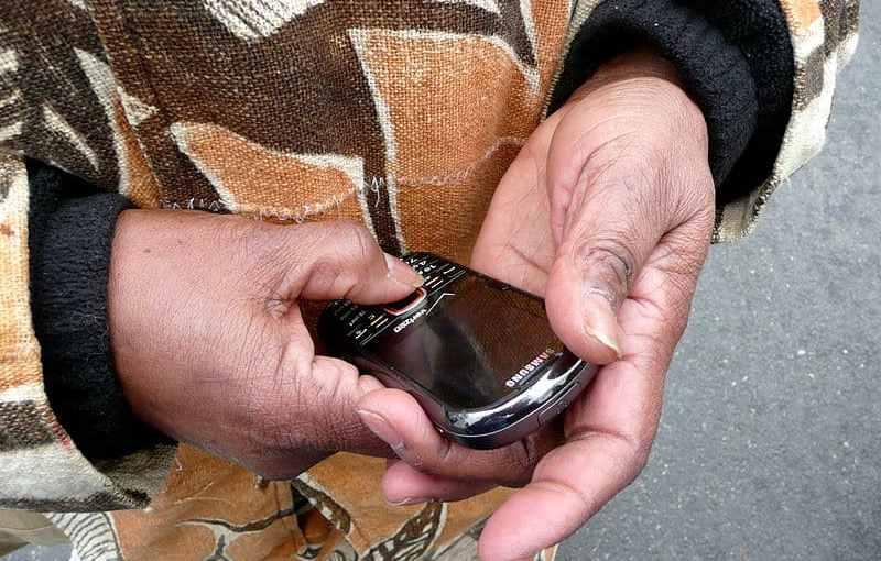 800px-Phone_call_to_locate_lost_grandchild_Inauguration_2013.jpg