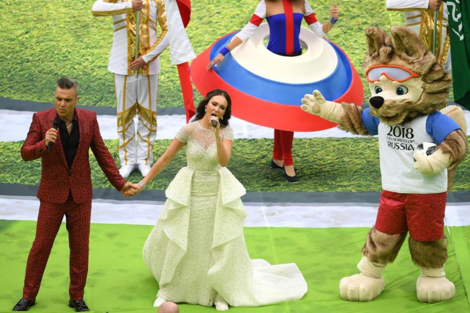 Williams sings with Russian soprano Aida Garifullina and the mascot is loving the performance!  The best pictures from the opening ceremony GettyImages 974275720