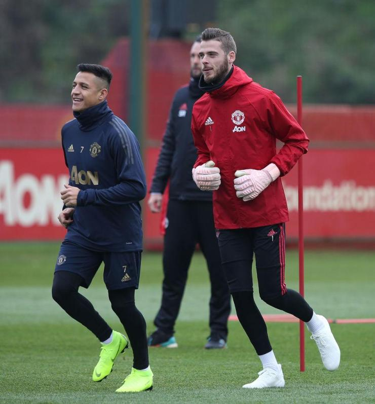 De Gea's representatives are mindful of the wages Alexis Sanchez is on