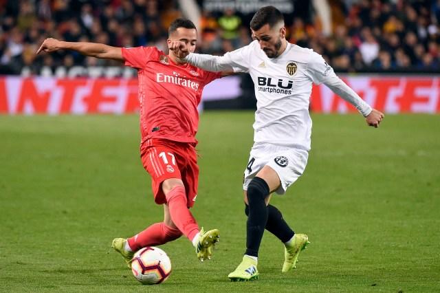 Gaya in action for Valencia at Mestalla