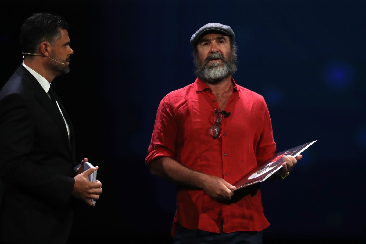 Eric cantona gives bizarre uefa award speech at champions. Eric Cantona Receives Uefa Award Quotes Shakespeare Rambles About Crime And War And Leaves Messi And Ronaldo Baffled In Bonkers Speech