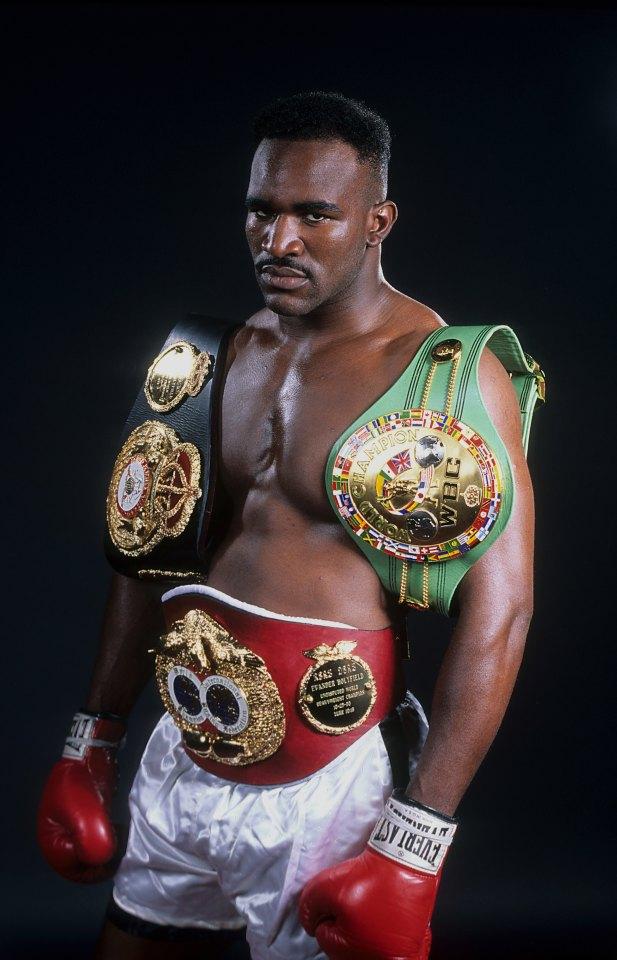 Holyfield fue campeón indiscutible tanto en peso crucero como en peso pesado