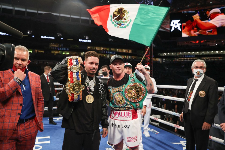 Canelo has WBA and WBC super middleweight titles