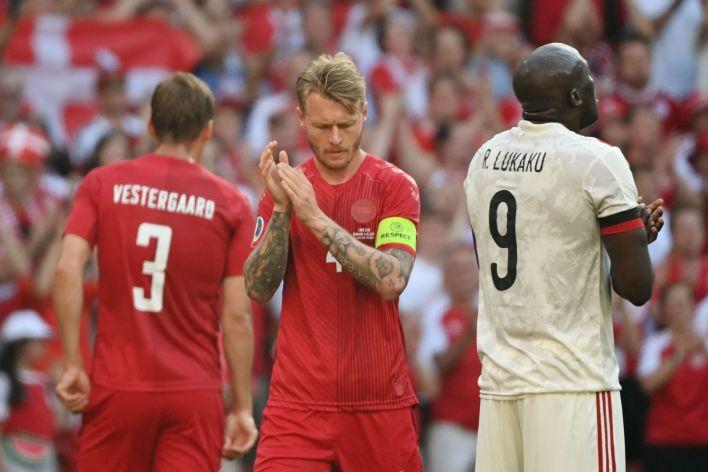 Danimarka ve Belçikalı oyuncular Eriksen'i anmak için durdu