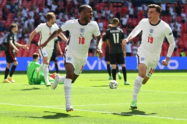 Sterling, D Grubu açılış maçında İngiltere'yi Hırvatistan karşısında zafere taşıdı.
