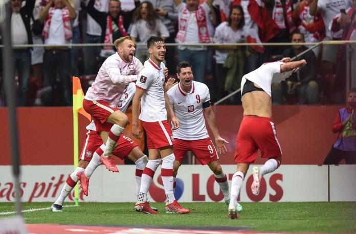A Inglaterra voltou atrás nos acréscimos, quando o substituto Szymanski voltou para casa