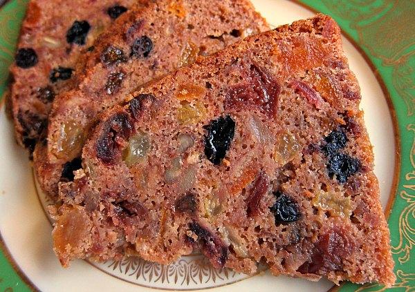 sliced fruitcake