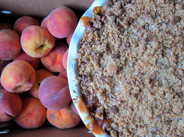 peach macaroon crisp awaiting ice cream