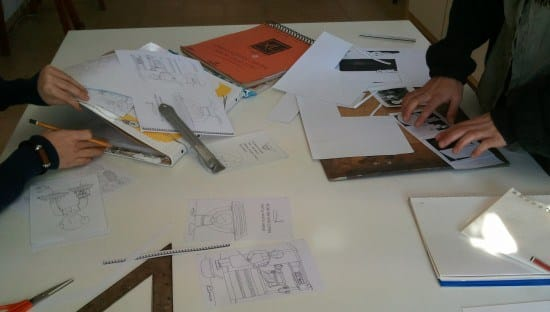 Getting ready for sketches, students of the Illustration Workshop. 4 Pintors