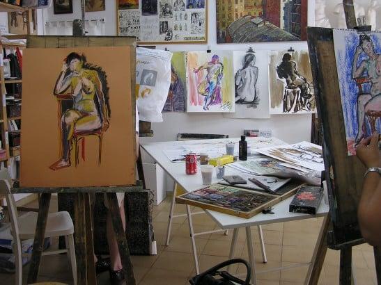Clase de FIGURA HUMANA con modelo en Taller de 4 Pintors. Barcelona