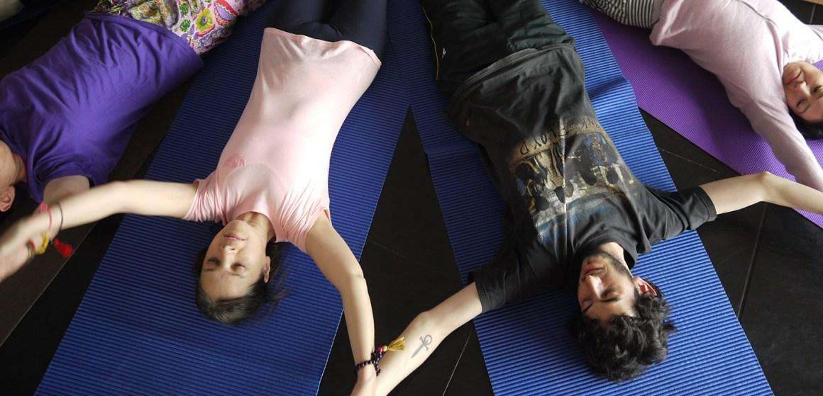 yoga y desarrollo humano taller en bogotá