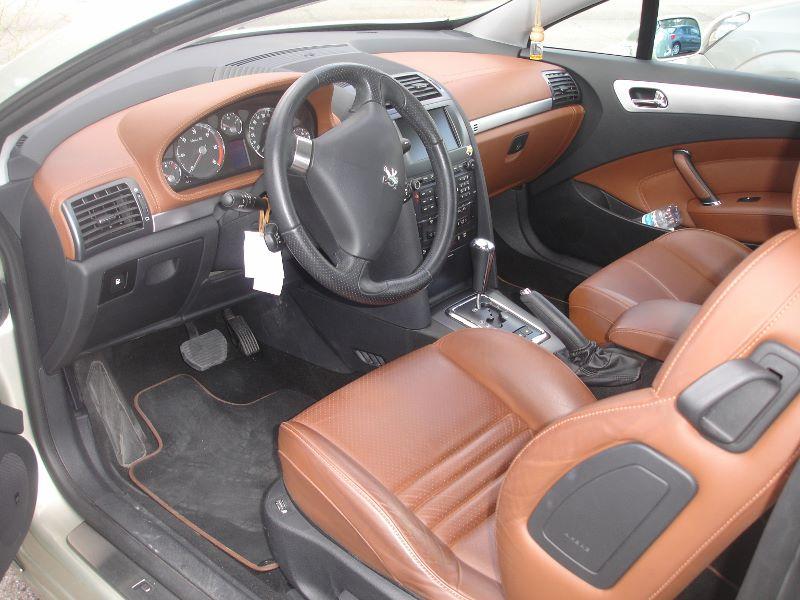 interior Peugeot 407 coupe