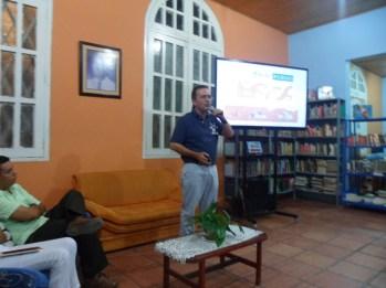 El escritor en la charla pública