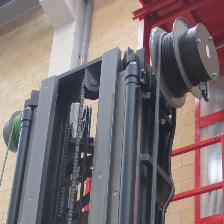 enrolladores de cable de poténcia y señal en carretilla elevadora