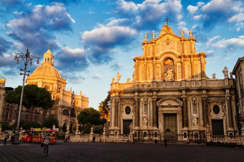 Very cheap! Flights from Milan to Catania for €16 return!
