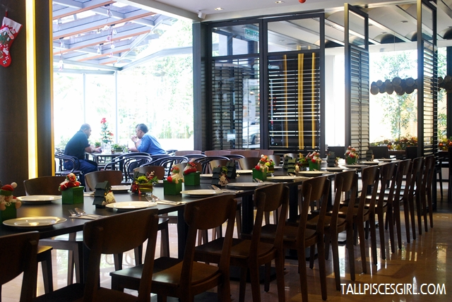 Spacious restaurant with cozy ambience