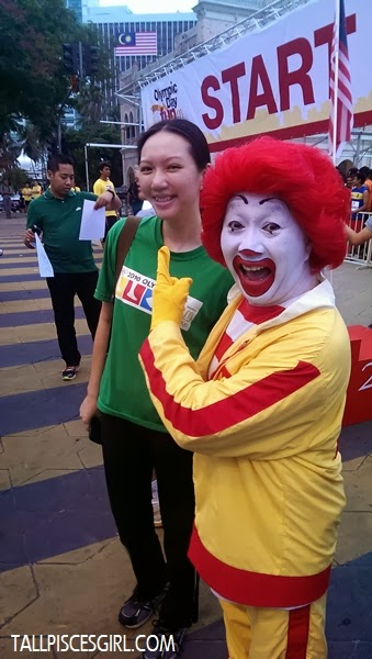 Hey Ronald McDonald! Why are you laughing at me? >__<