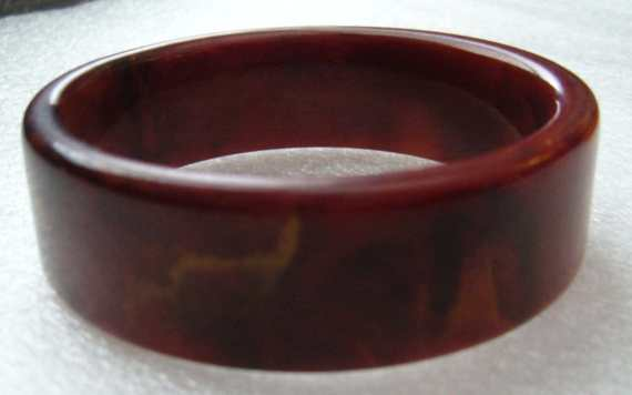 Vintage end of the day brown-reddish round bakelite  bangle
