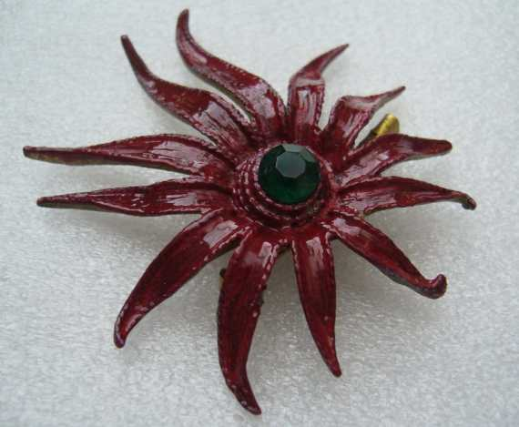 Vintage red enamel starfish pin/brooch – 1950's