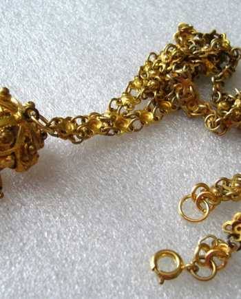 Vintage romantic gold-tone necklace