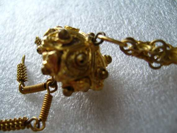 Vintage romantic gold-tone necklace