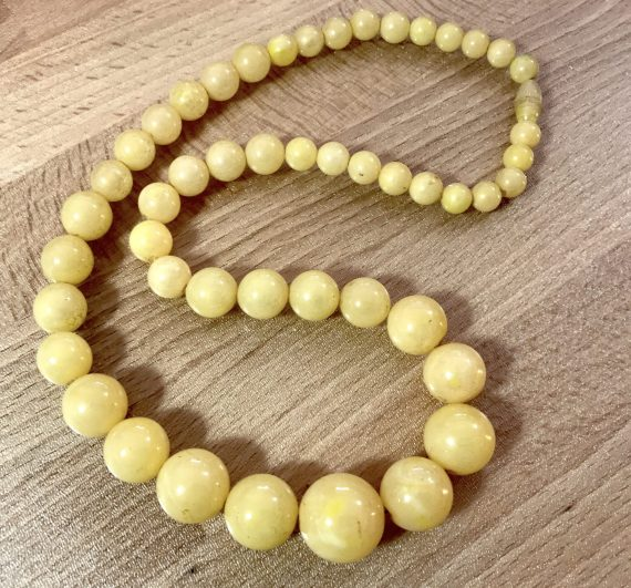 Vintage light yellow beaded early plastic necklace