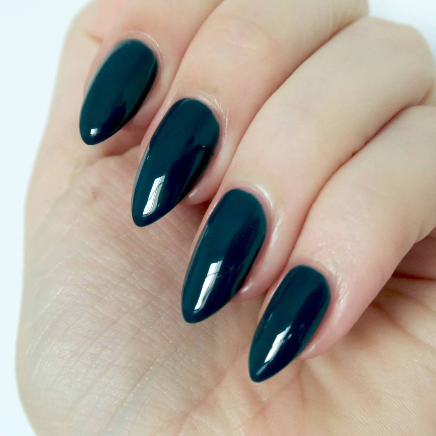 Essie Winter 2016 Collection Satin Sister review