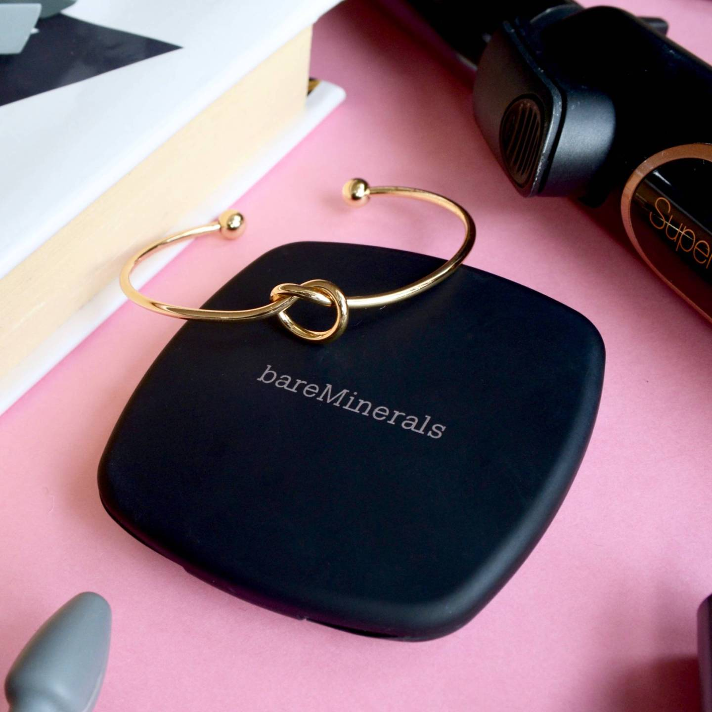 bareMinerals READY bronzer in 'Skinny Dip' is the perfect natural bronzer for pale skin.
