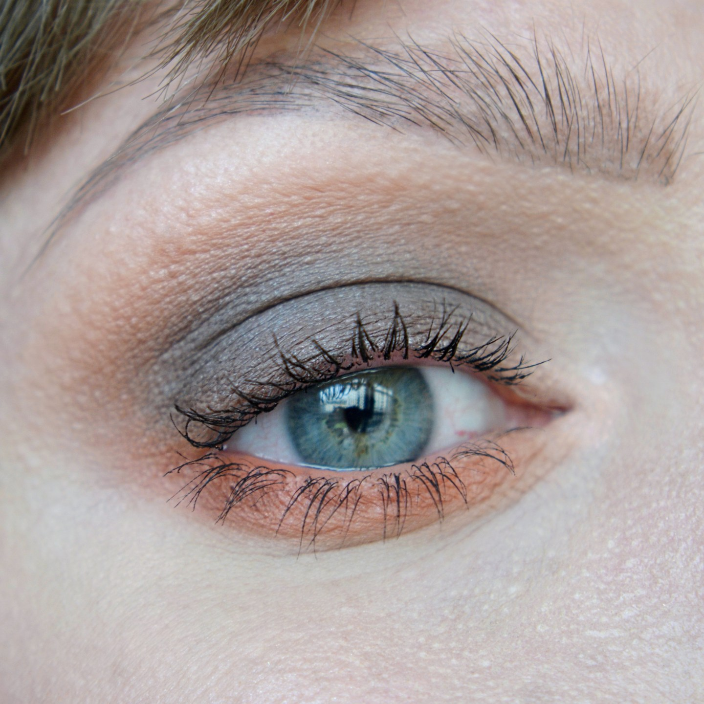 Grey and coral eye make up. Orange and grey aesthetic.