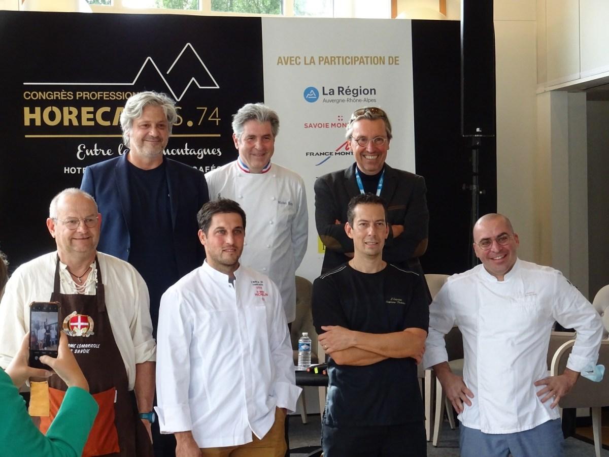 Un groupe de chefs étoilés pose devant la caméra