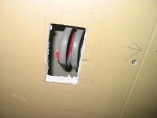 電気工事のための穴あけ