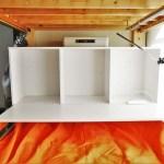 タマゴハウスのシェアハウスのベッドは機能的。ベッドの中に、スライドできる机、収納ボックス、LEDライト、USB付きコンセント、セーフティボックス、服をかけられる竿つき