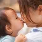 愛情の証し!親子で子どもの唇にキスするのはあり?なし?