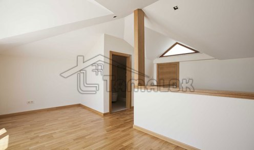 property_56f7b5337c2f1
