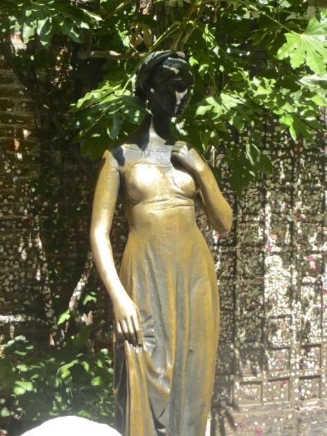 Statue of Gulietta
