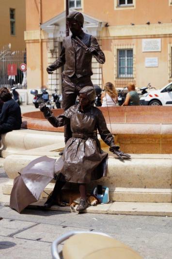 Convincing statues