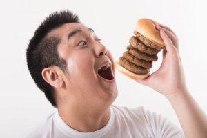 ハンバーガー 食べる